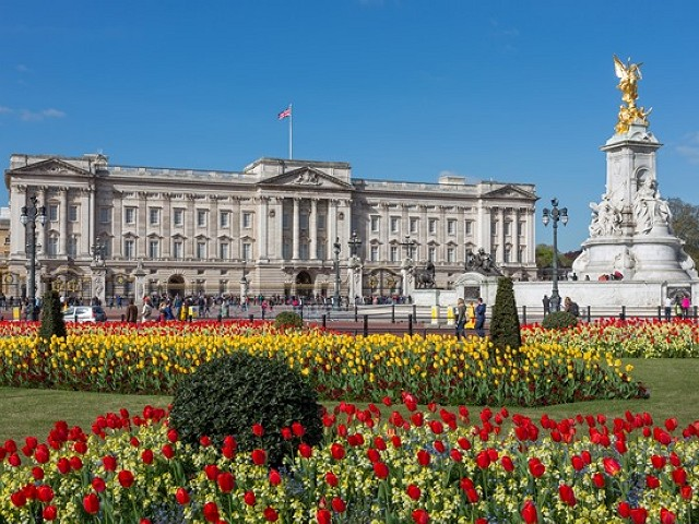 3 Top 10 Facts about Buckingham Palace
